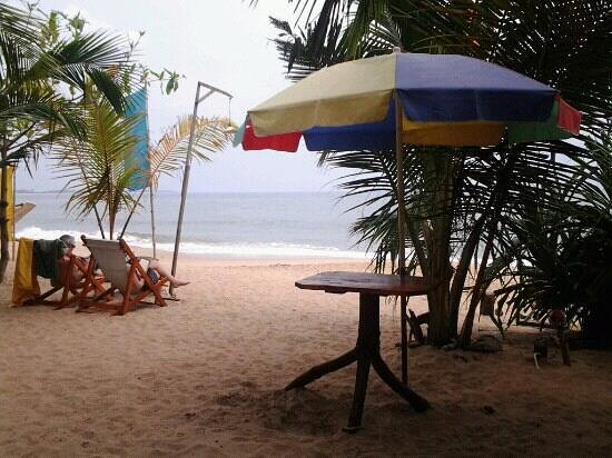 Frangipani Beach Villa Restaurant:                   beach on tangalla