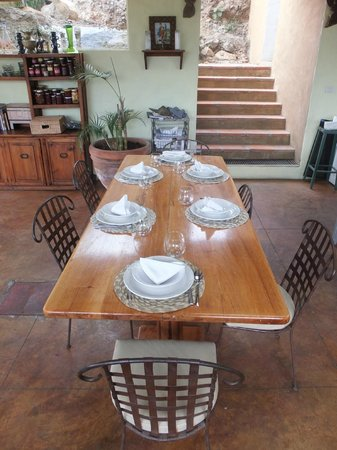 La Villa Bonita Culinary Vacation:                                     Table Set
