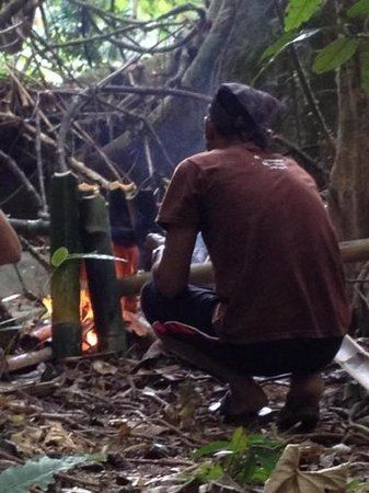 Khao Sok Pantoorat Mountain Lodge :                   cooking our lunch in the jungle using bamboo - amazing!