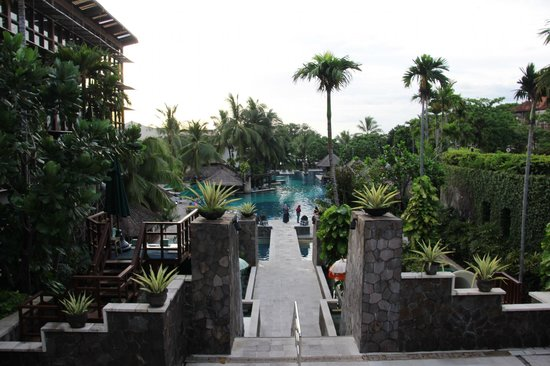 Hard Rock Hotel Bali:                   Big Pool area from the top hotel entrance