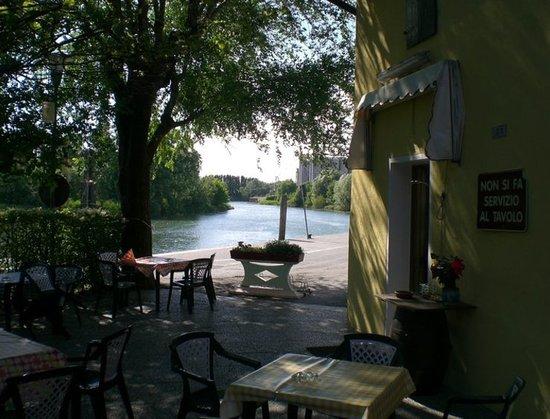 Silea, Italia:                   Osteria dalla Nea. Spazio Esterno Frontale