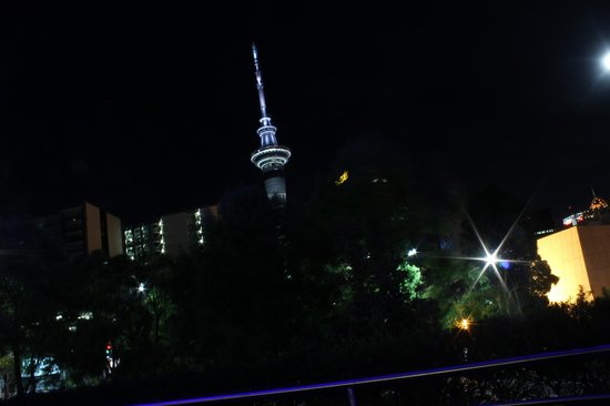 Rendezvous Hotel Auckland:                                     Skytower by night