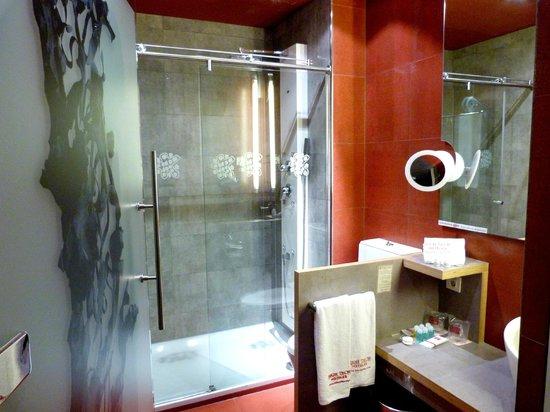 Petit Palace Museum Hotel: douche hydromassante