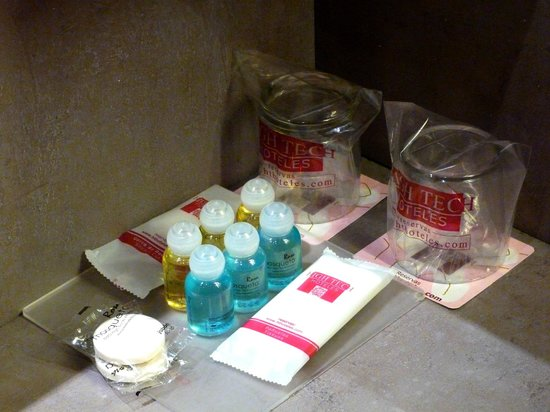Petit Palace Museum Hotel: Les échantillons de la salle d'eau