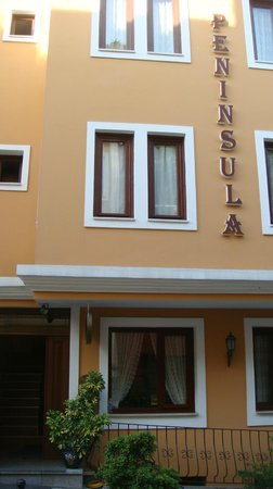 Hotel Peninsula: Entrance