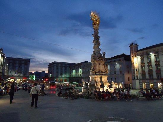 Atardecer en Hauptplatz, Linz, Austria