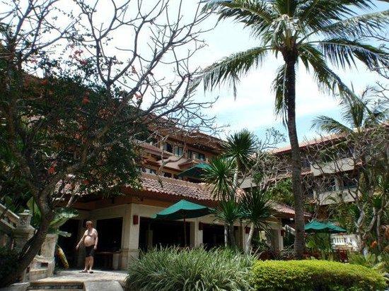Nusa Dua Beach Hotel & Spa:                   Blick von der Terrasse