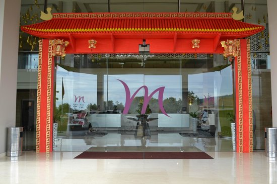 Mercure Padang: Entrance gate at lobby for Chinese New Year