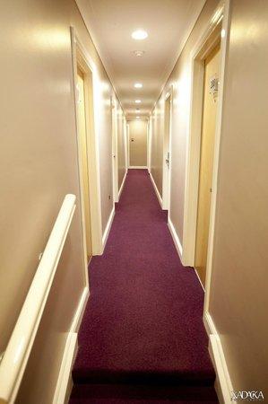 Skeffington Arms Hotel: Hallway