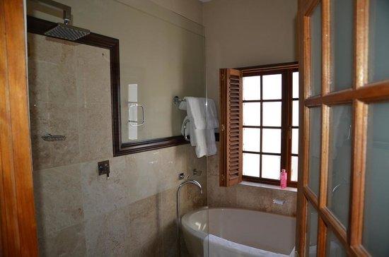 Terra Bianca Guest House: salle de bain