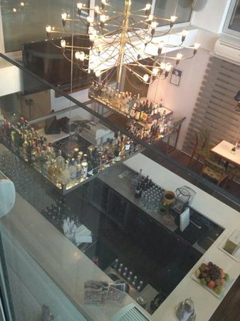 CVK Hotels Taksim :                                                       peoples cafe bar from the top
