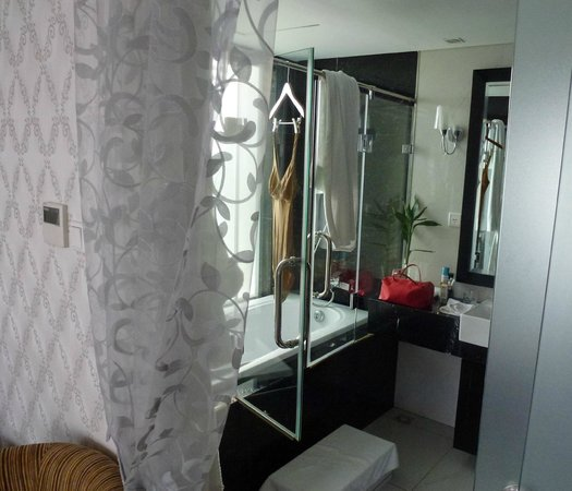 Church Boutique Hotel Hang Gai:                   bagno della camera de lux