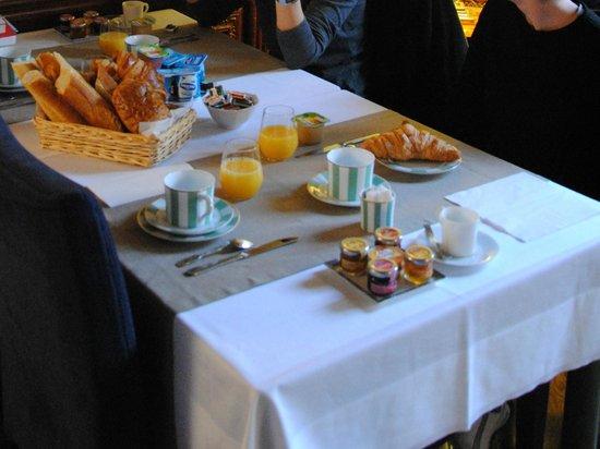Hôtel les Charmes : le petit déjeuner