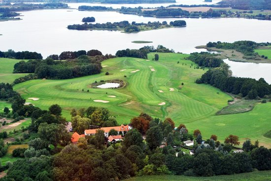 Van der Valk Golfhotel Serrahn: Golfplatz Luftbild