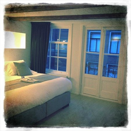AMS Suites:                   Junior Suite