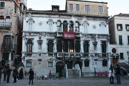 La Porta D'Oriente B&B:                   Le B&B occupe tout le 1er étage de ce palis vénitien