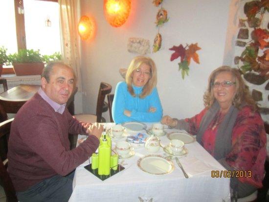 cenando en la aldea encantada