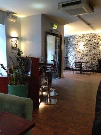 Kennedys Bar & Restaurant:                                     entrada