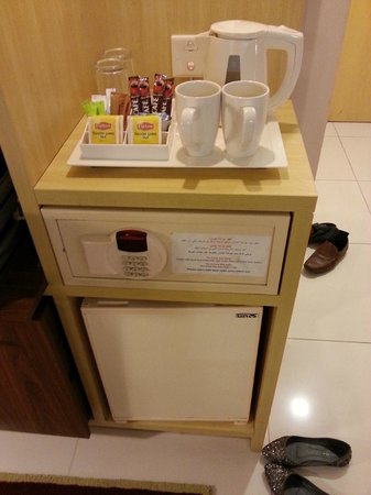 Citymax Hotels Bur Dubai: tea and coffee set and security box underneath