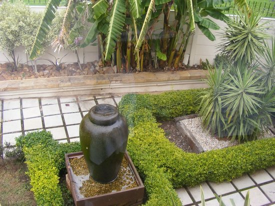 Hill Street Manor:                                     Garden