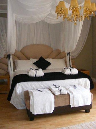 Hill Street Manor:                                     Honeymoon suite