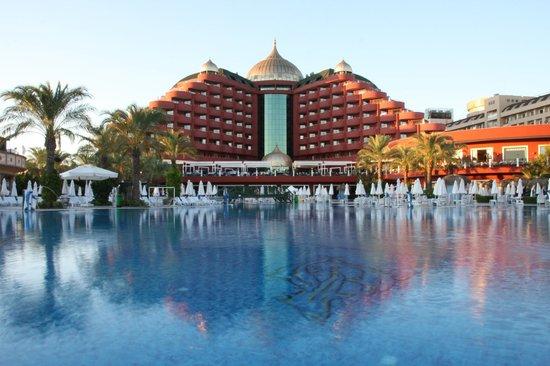 Delphin Palace Hotel:                   vue arrière de l'hôtel