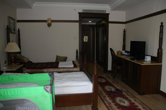 Delphin Palace Hotel:                   Chambre familiale côté enfant