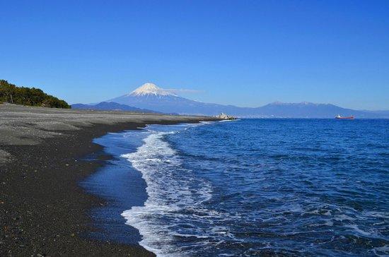 Miho Seacoast (Miho no Matsubara Beach):                   三保海岸は波も静か