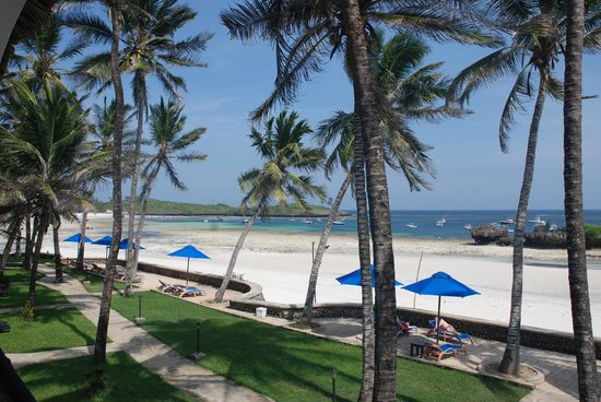 Hemingways Watamu: Beautiful white sandy beach view from bedroom