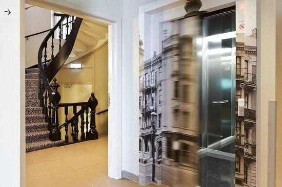 Saga Hotel Oslo: Elevator 6 Stairs
