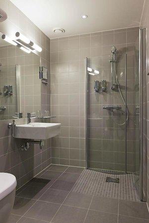 Saga Hotel Oslo: One type of bathroom