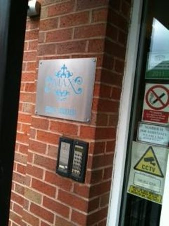 Reading Serviced Apartments:                   entrance