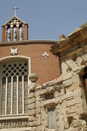 Puerta del Carmen: Kirche und Triumpfbogen