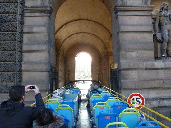 L'Open Bus Tour: Watch your head!