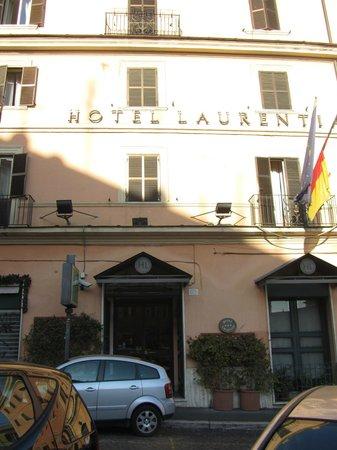 Hotel Laurentia:                   facciata dell' hotel