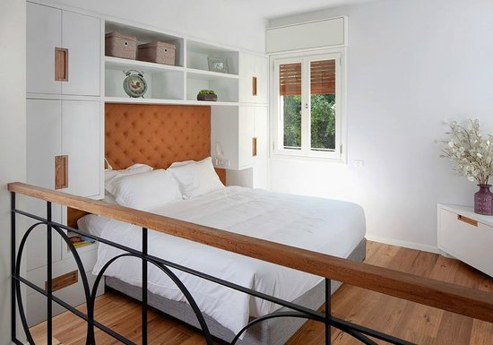 Jean Jaures Urban Residence: Studio - King size bed, closet