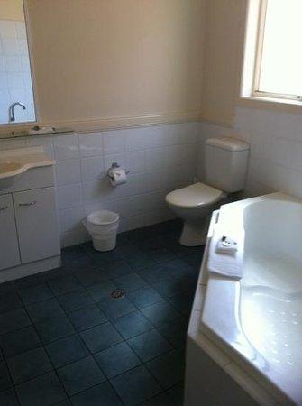 Aqualuna Beach Resort:                   the bathroom in the ocean view room