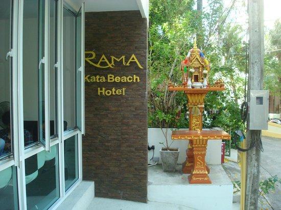 Rama Kata Beach Hotel:                   entrata esterna