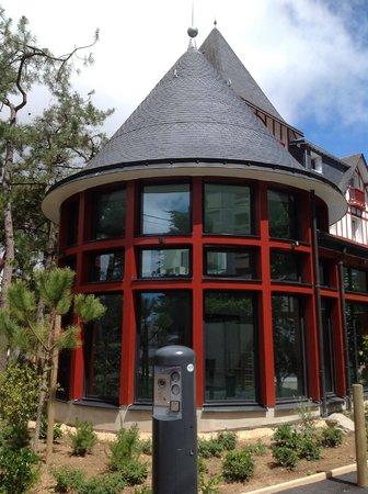 Hotel Les Pleiades - La Baule:                   Espace piscine