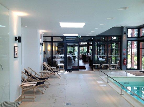 Hotel Les Pleiades - La Baule:                   Espace piscine et restaurant