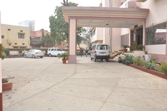 Hotel Madhuvan: Side View