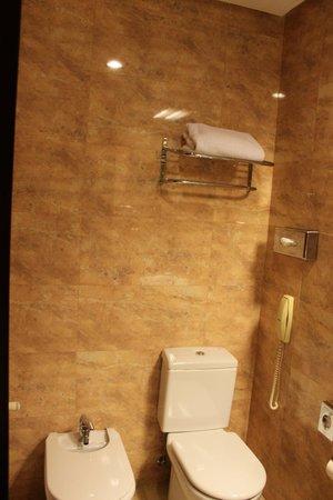 NH Sevilla Viapol : Salle de bains