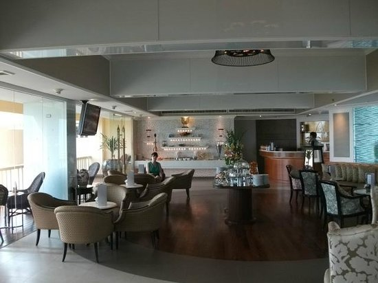 Dusit Thani Hua Hin:                   Club Lounge