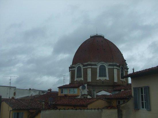Relais Hotel Centrale Residenza D'Epoca:                   Cappelle Medicee (panorama dalla camera)