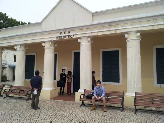 Coloane: The library which was closed on the sunday i visited