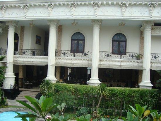 The Grand Palace Hotel Yogyakarta:                   Pemandangan Ballroom