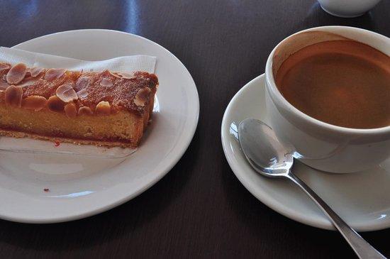 Mediterranean Cafe Ristorante: Rasperry Bakewell