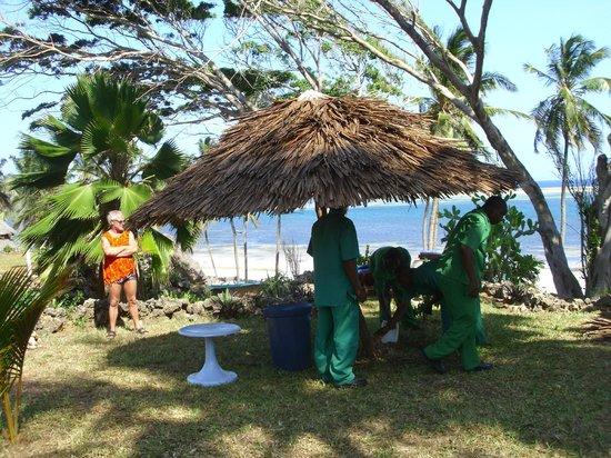 Mombasa Beach Hotel : Unser Sonnenschutz wird gebaut