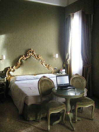 Hotel Al Ponte Mocenigo: Room 32 Salizada San Stae Annexe