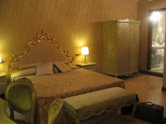 Hotel Al Ponte Mocenigo: Room 42 Rimpeto Mocenigo annexe